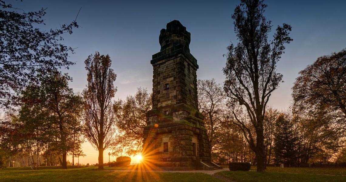 Der Bismarckturm, das Wahrzeichen thront über der Stadt Ebersbach-Neugersdorf