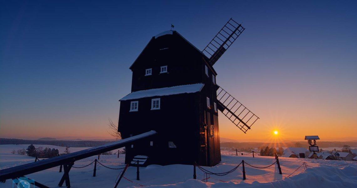 Wintersonnenuntergang an der Kottmatsdorfer Bockwindmühle